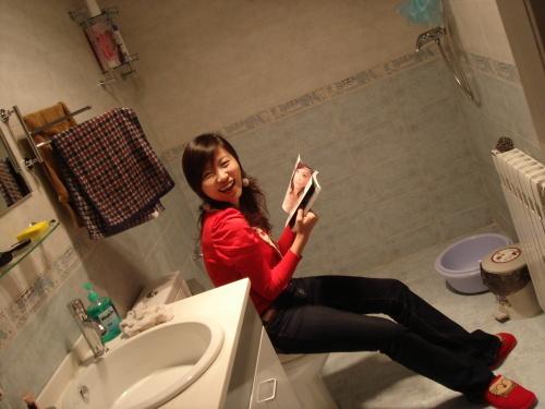 一个酷爱我家卫生间的美女……