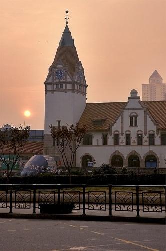 最近听说青岛火车站要搬迁改造了,心里总有种说不出的感觉.