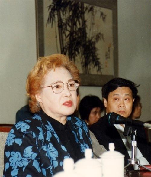 秦怡是我国一位老电影演员,我收集了一些她的相片.