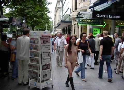 外国女全裸上街旁若无人组图