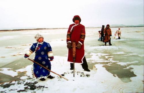 赫哲族女性服饰手绘图图片