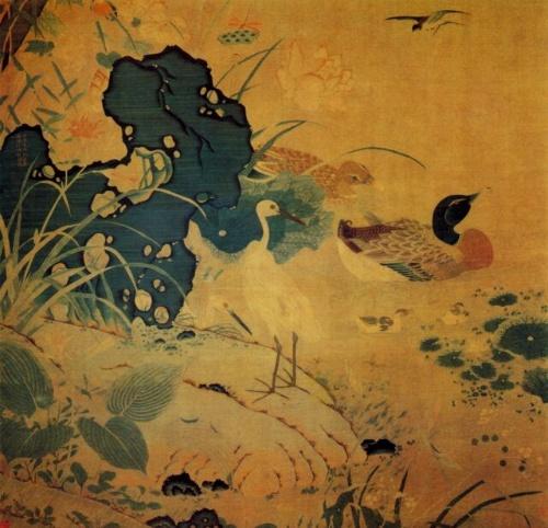 《莲塘乳鸭图》中红荷白鹭,翠鸟青石;荷花造型丰满,白色瓣尖